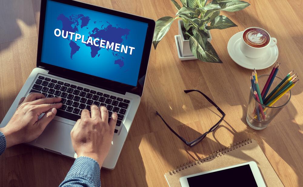 recolocação profissional o que significa outplacement